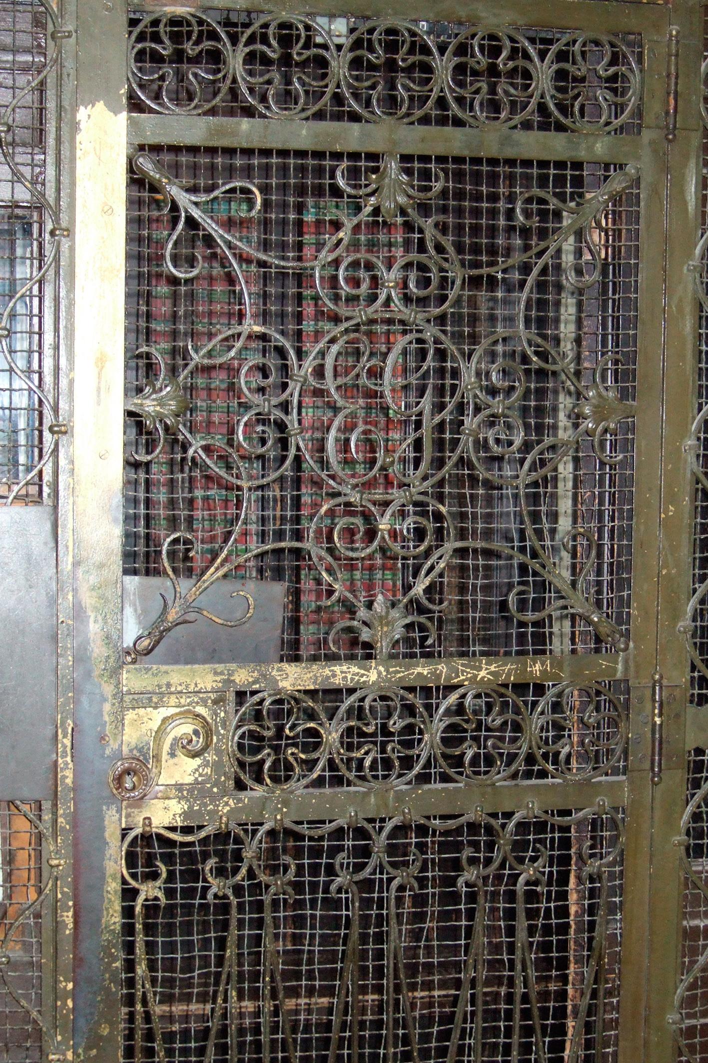 Aufzug zur ehemaligen Praxis Pagenstecher,  Taunusstraße 63 (2007)